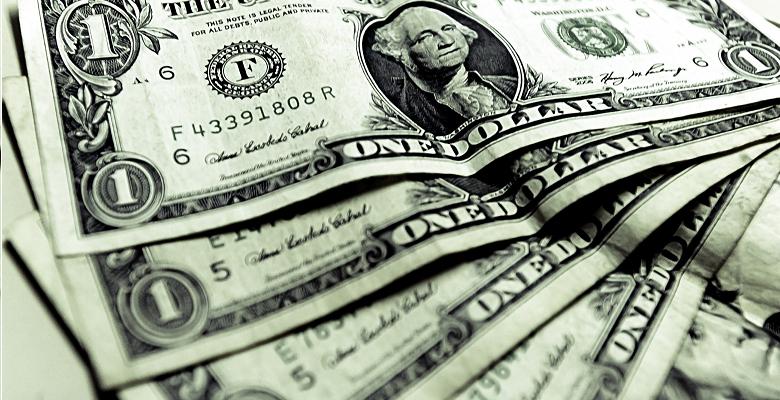 Dólar atinge menor valor em quase um ano