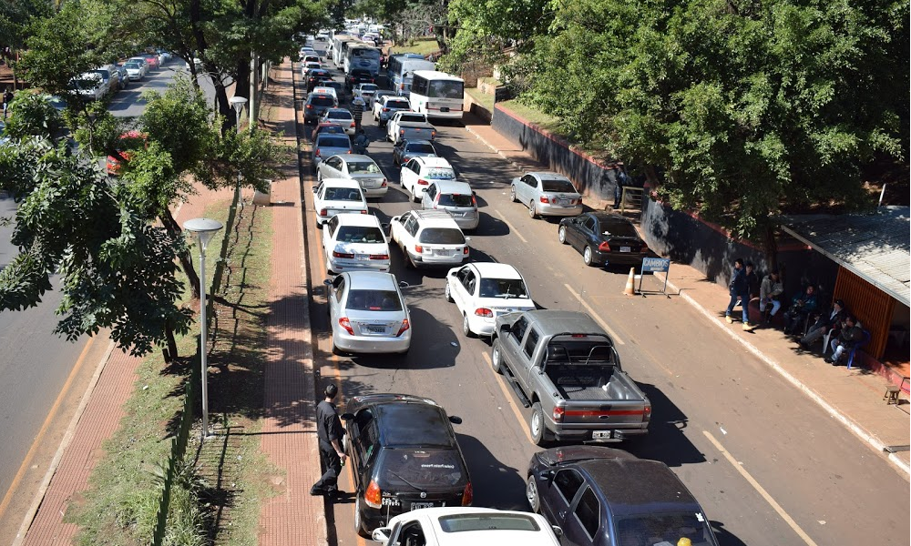 Greve dos Auditores da Receita Federal gera filas na fronteira entre Brasil e Paraguai