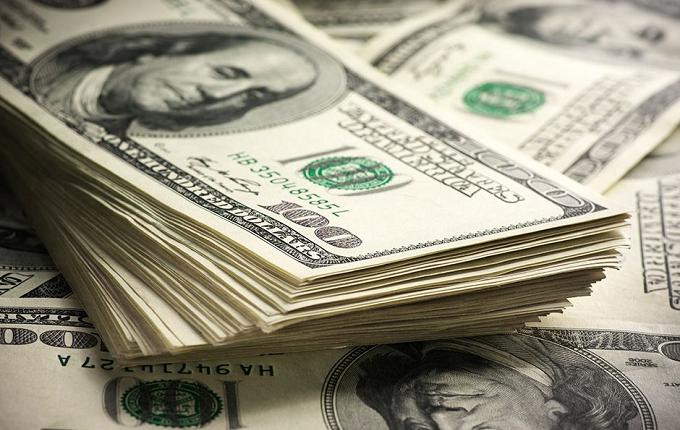 Dólar atinge menor valor desde Julho de 2015