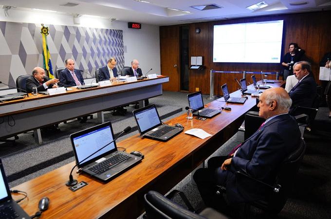 Senadores brasileiros preocupados com grande número de empresas que tem migrado para o Paraguai