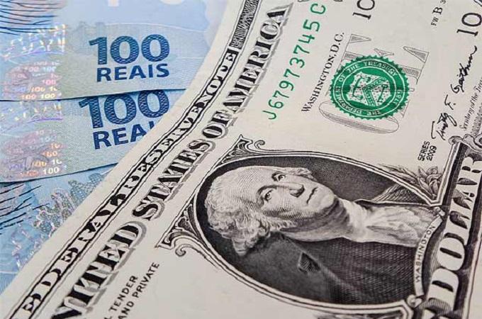 Real é moeda que mais se valoriza em um ano em relação ao dólar