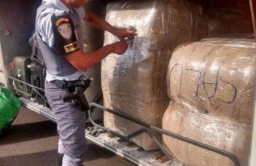 Fiscalização apreende oito mil calcinhas e cuecas do Paraguai