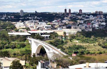 Movimento de turistas na fronteira com o Paraguai cresceu 15% no primeiro semestre