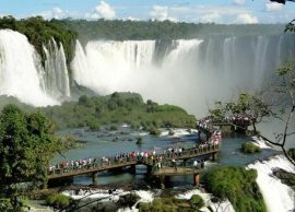 Visita de turistas brasileiros cresceu quase 22% neste ano na divisa com o Paraguai