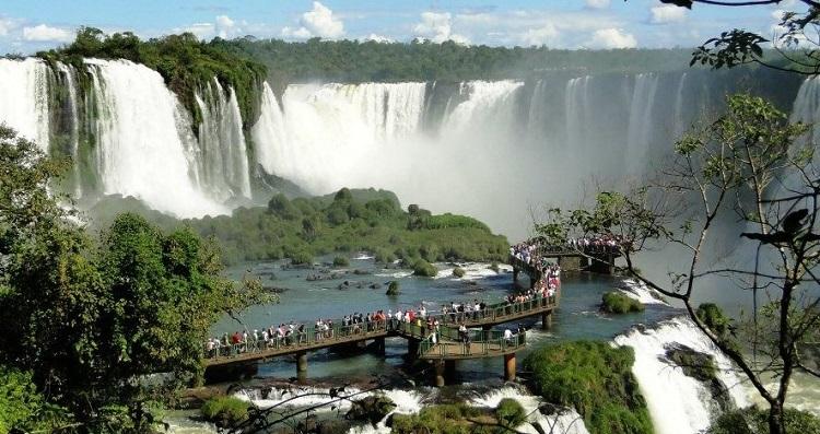 visita-de-turistas-brasileiros-cresceu-quase-22-neste-ano-na-divisa-com-o-paraguai