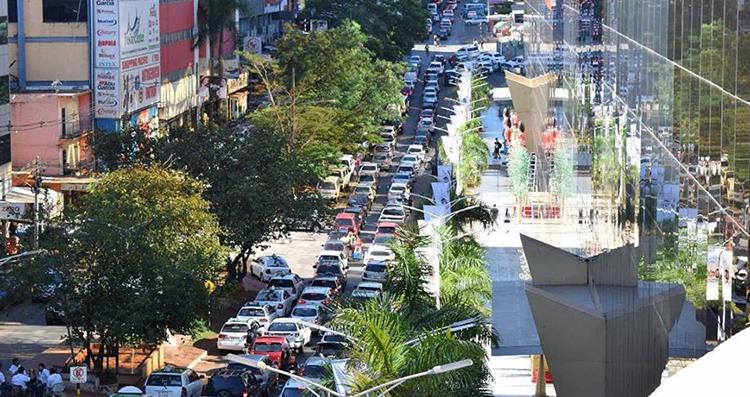 feriado-aumentou-em-30-o-movimento-nas-lojas-do-paraguai