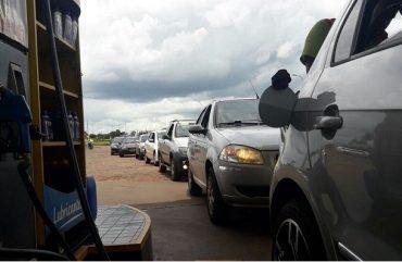 Gasolina a R$ 2,65 leva centenas de brasileiros para o Paraguai