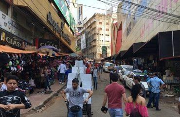 Sábado com atendimento normal nas lojas do Paraguai