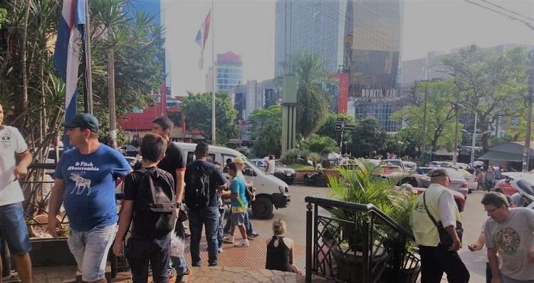 Sábado será de lojas abertas ou fechadas no Paraguai?