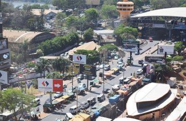 Após 55 dias fechados, shoppings do Paraguai reabrem