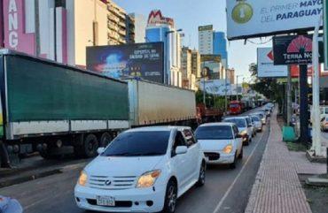 Paraguaios fazem buzinaço pedindo reabertura da Ponte da Amizade